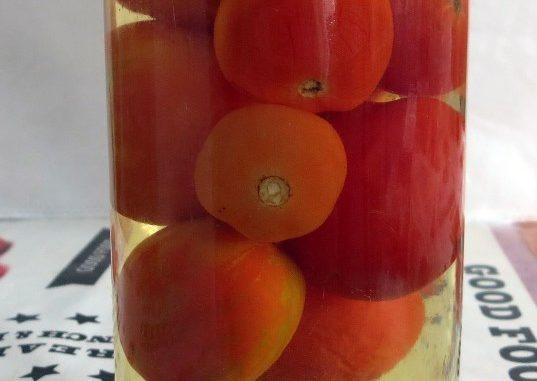 Банка с маринованными помидорами